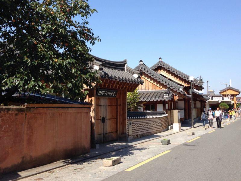 שכונת ההנוקים | סיור לילי | טיול מאורגן לקוריאה
