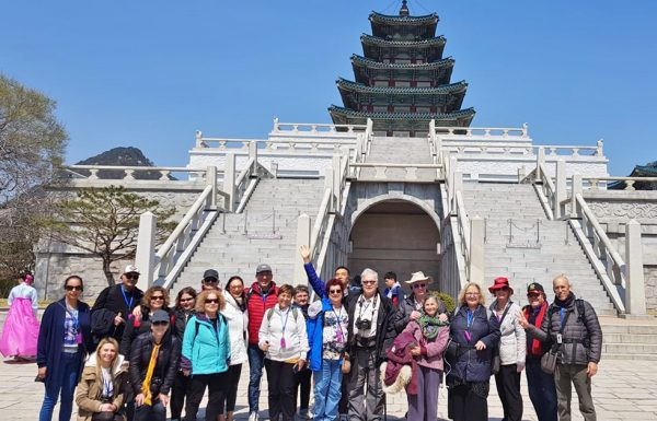 שולמית צור בשם מטיילי אפריל | מסע עומק לקוריאה אפריל 2019